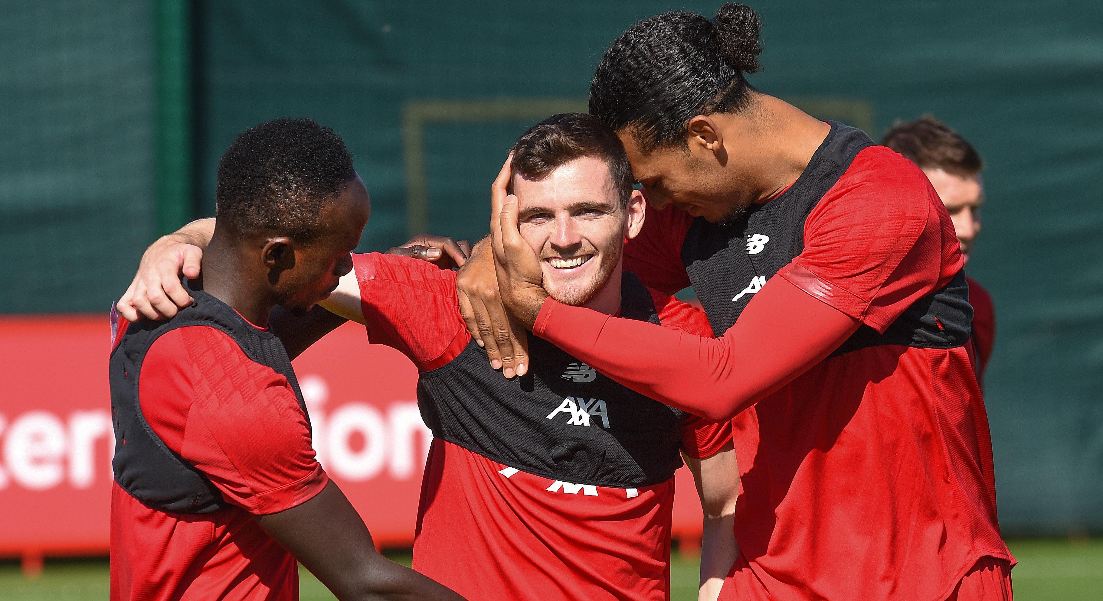 Røde fans med støtte til Andy Robertson
