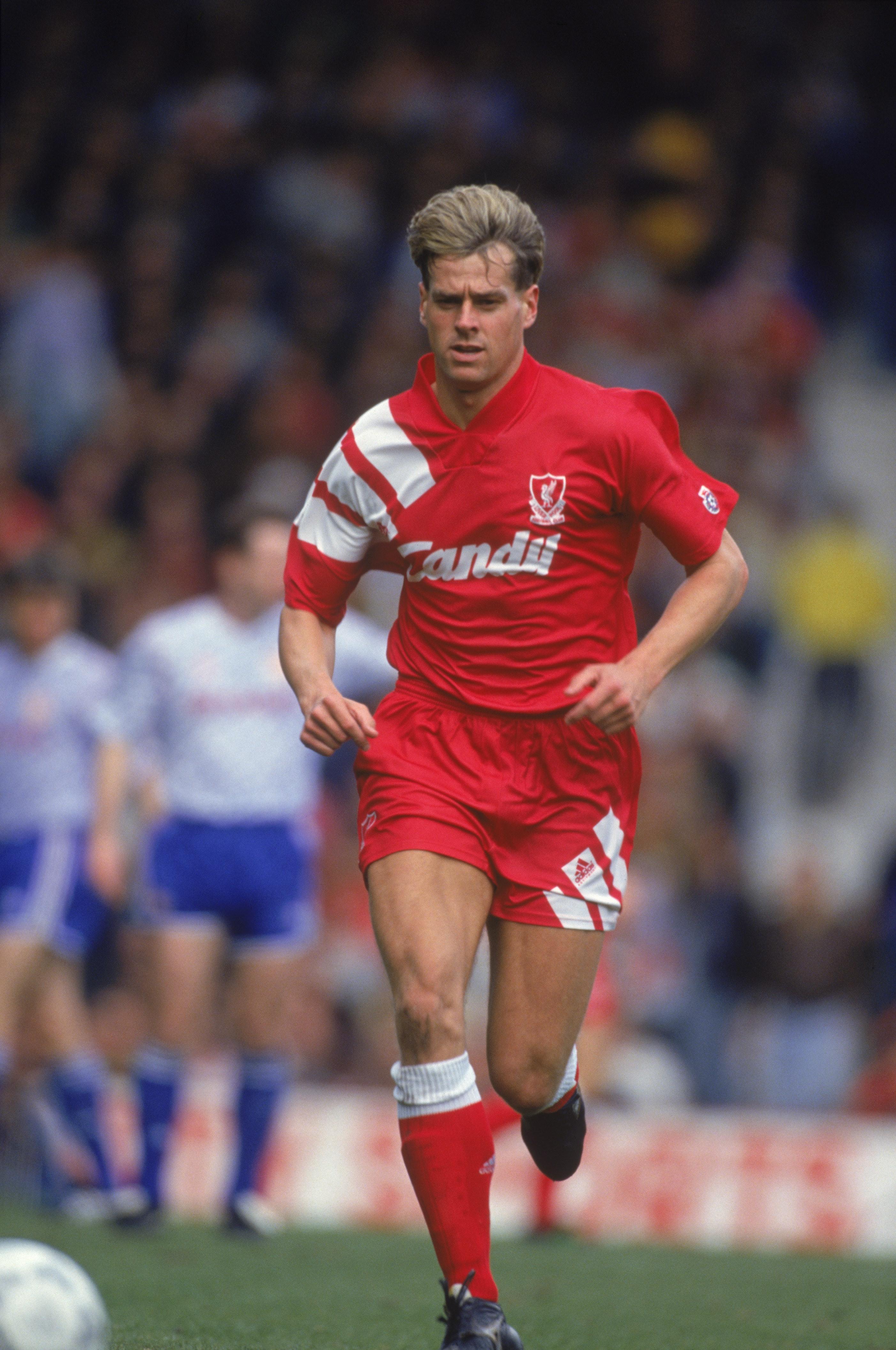 Med et kontroversielt valg, leder tidligere Liverpool-spiller Fantasy Premier League